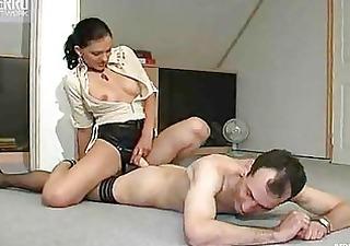 ledi-boss-strapon-porno-onlayn